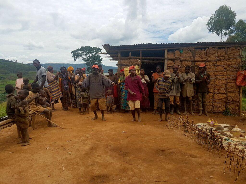 potovanje po ugandi - pigmejci